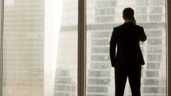 Buscamos líderes, mas liderança é característica que não existe de verdade